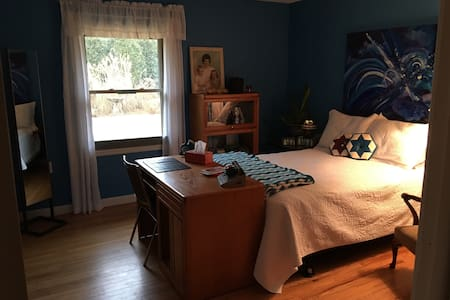 YOUnique with double bed, great room, & huge deck - Bloomington - Maison