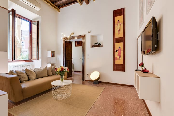 Prefetti Apartment - Location at Spanish Steps!