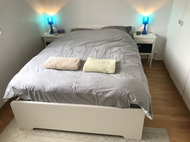Bright room ideally located for ski holidays