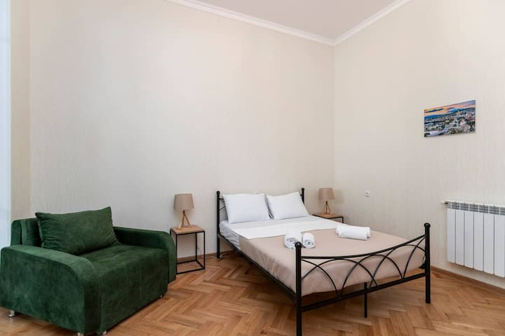 ✯Bright and cozy 1BR apt. in the heart of Tbilisi✯