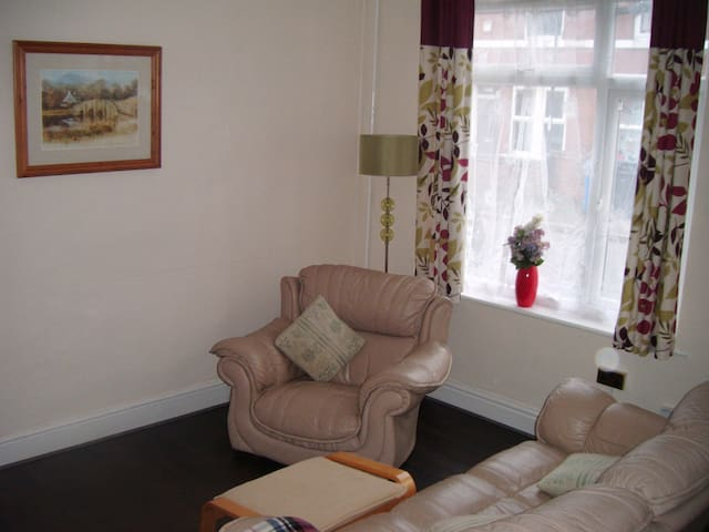 DERBY Single Room near ROLLS ROYCE & City Centre