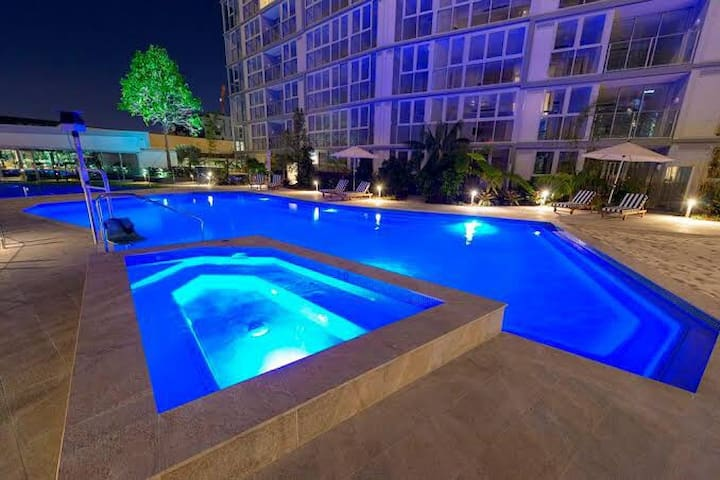 Neat apartment, very well located, pool, parking!