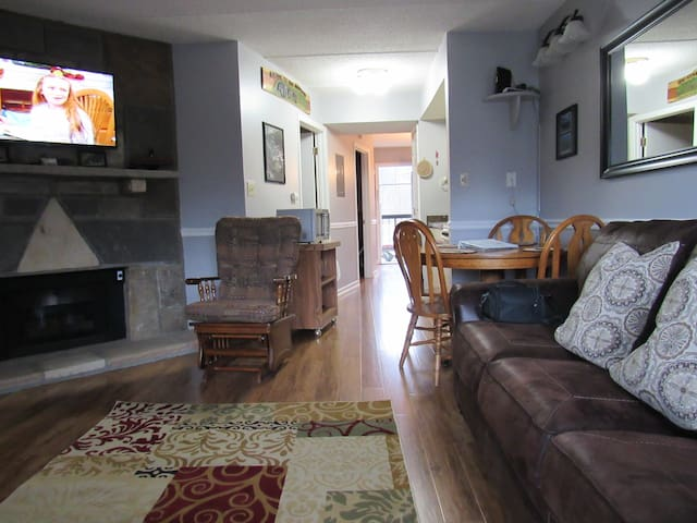 Remodeled condo dntn Gatlinburg,WIFI, Pool
