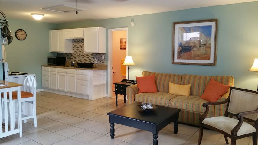 Adorable 1 bedroom apartment centrally located - Daytona Beach