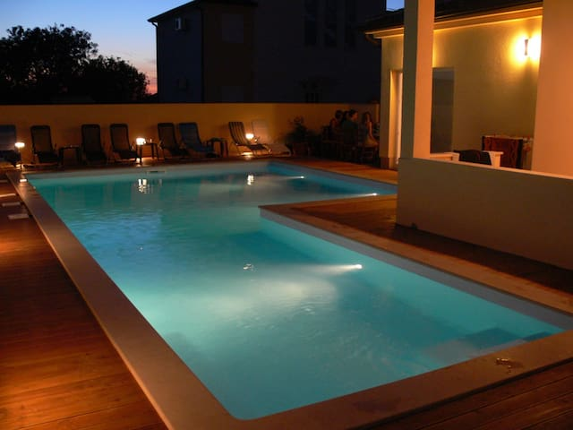 Penthouse apartment with a big pool near Pula - Peroj - Apartmen