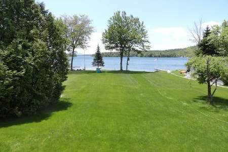 """Barber Shores"" on Lake Winnipesaukee! - Moultonborough - Rumah"