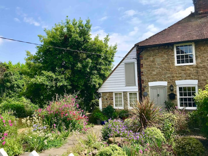 Kent, 2021 availability, sleeps 6, dog friendly