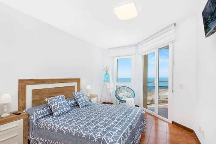 Bedroom with seaview / Habitación vista mar