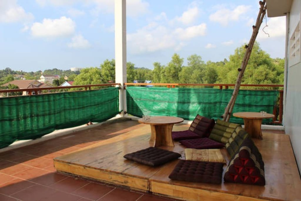 Roof top Deck with cushions and two sun lounge beds (common sleeping space for extra guests). Perfect for Sunsets!