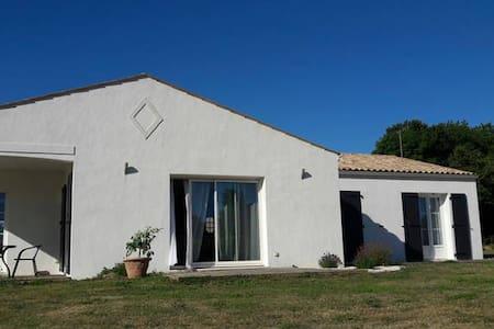 Charmante maison à la campagne avec grand jardin - Grézac - Casa