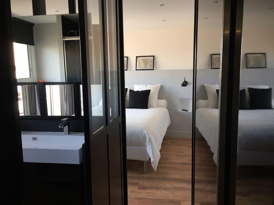 Espace chambre et salle de bain