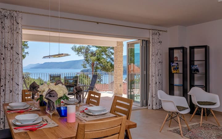 HR41 Beautiful apartment in Jelsa for 6+2 people