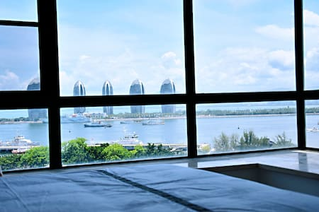 【帽儿3】全面消毒/全海景亲子房/距海边200米近大东海可住4大1小一室二厅/游泳池免费/做饭免费