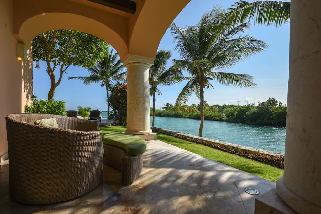 Offers a unique and exclusive Caribbean landscape surrounded by tropical gardens in a natural magical environment.