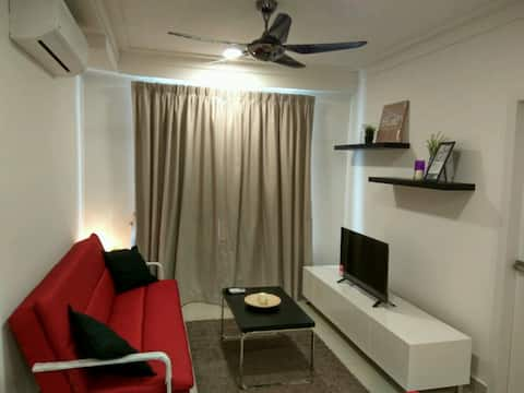 Comfy and Cozy Home ! 8min drive to ERL (KL &KLIA)