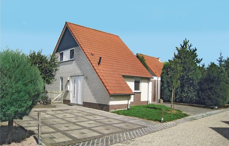 Holiday cottage with 4 bedrooms on 120m² in Stevensweert