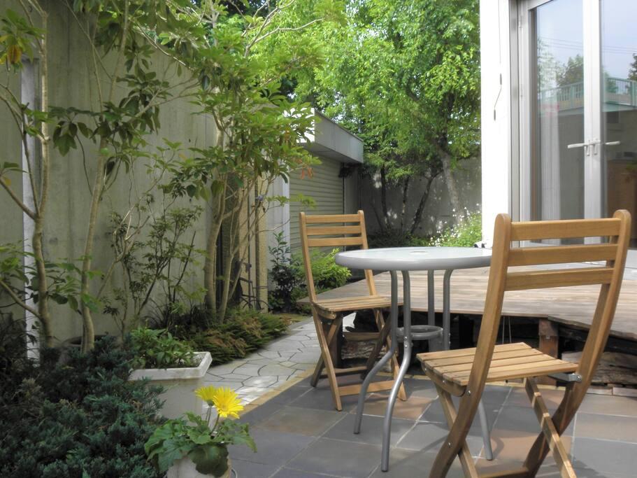 Garden (How about tea in the garden)