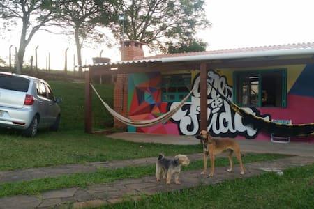 Cores de Frida - Casa de Campo - BR 116 - Guaíba
