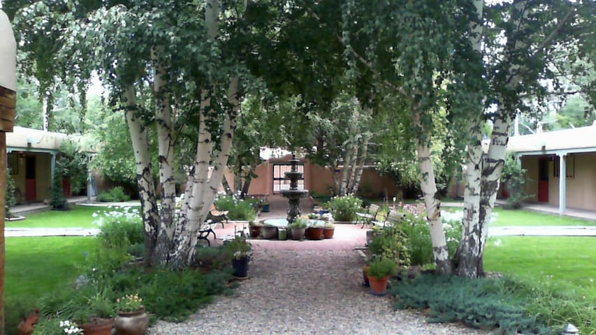 2 BLOCKS FROM PLAZA, COZY PARADISE - Taos - Leilighet