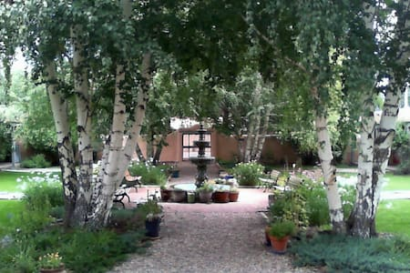 2 BLOCKS FROM PLAZA, COZY PARADISE - Taos