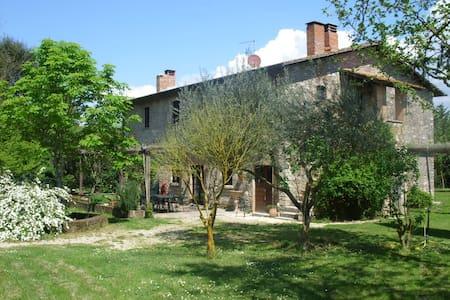 Casale Piantata Countryhouse Pool 70 km north Rome - Maison