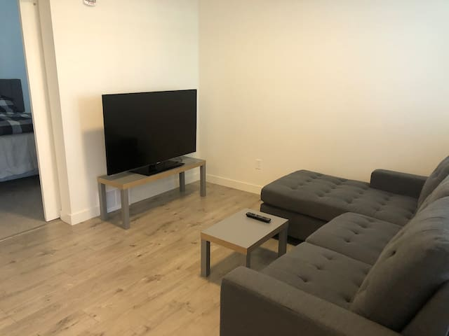One bed unit near Downtown 1510 30 avenue SW #111