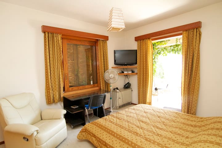 Double room in all comforts villa - Nea Penteli - Bed & Breakfast