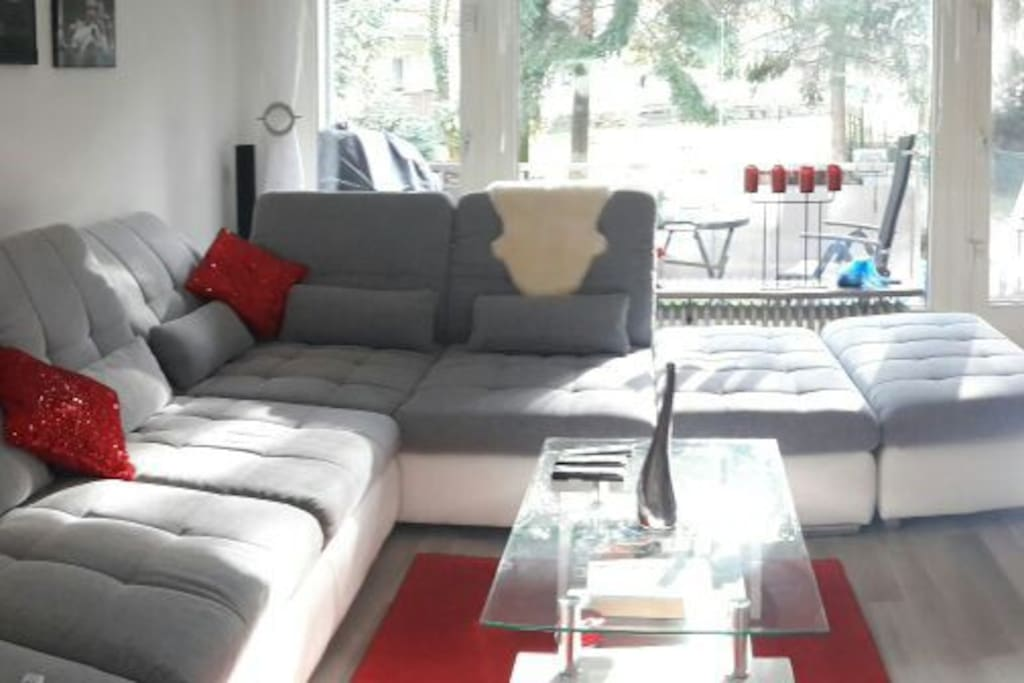 Wohnzimmer mit direkten Zugang zur Terrasse/Garten