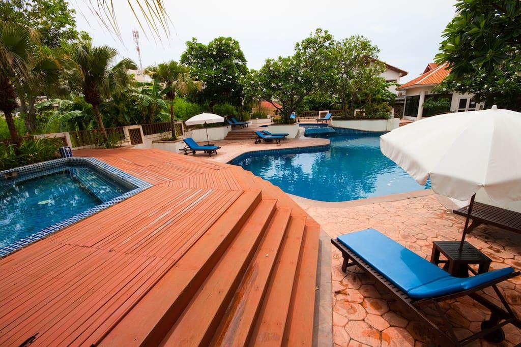 Main Pool & childrens pool, plus fitness room.