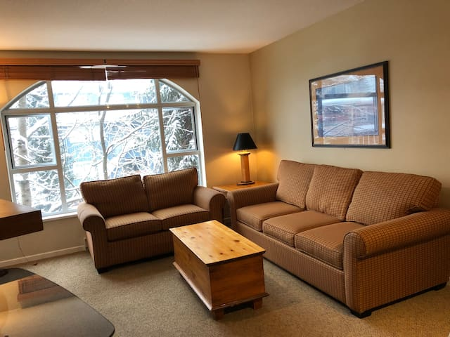 Town plaza Deer Lodge one bedroom condo