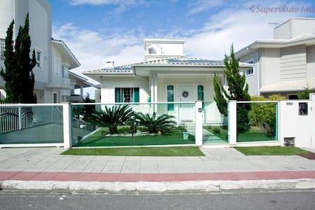 Excelente casa no melhor Bairro Residencial - Palhoça - Дом