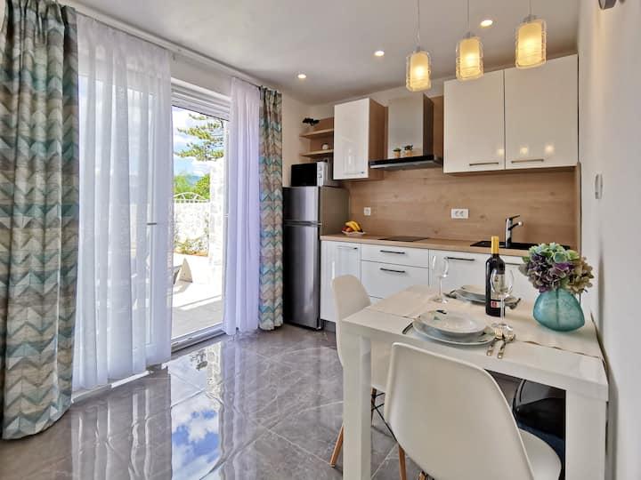 4-star Studio Apartment 10m from Sea