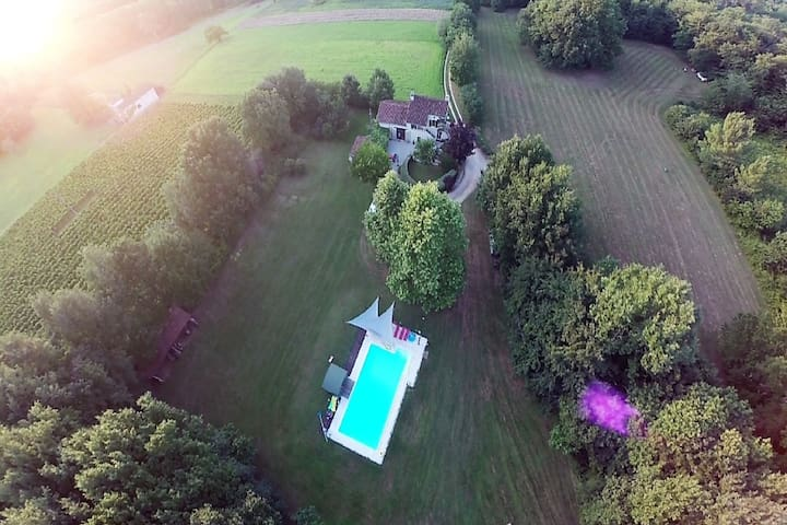 Peaceful villa in Puy-l'Eveque with garden