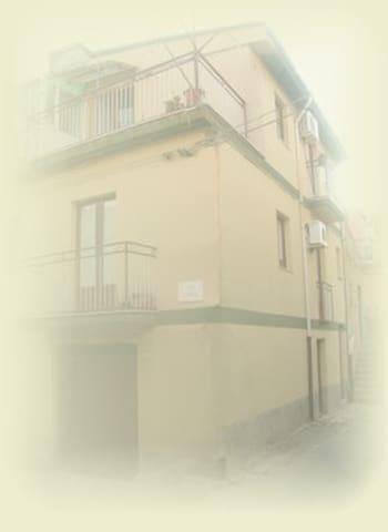 CASA VACANZA AL CENTRO, STANZA 1° P - Grotte - Σπίτι
