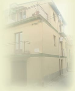 CASA VACANZA AL CENTRO, STANZA 1° P - Casa