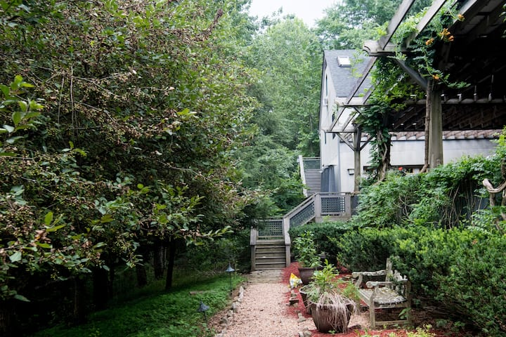Sleeps 4 w/screened porch on Rural Estate