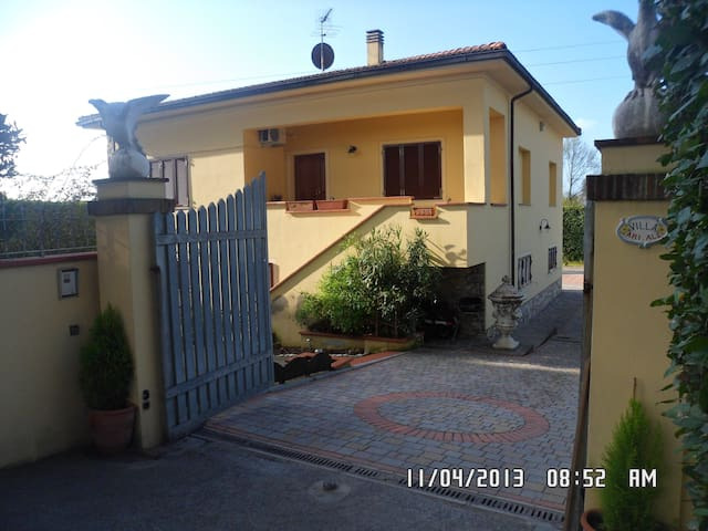 APPARTAMENTO IN VILLA ARIALE PIANO TERRA. - Vicopisano ( PI ) - Apartment