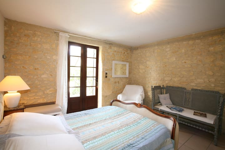 Chambre d 39 h tes la chamade bed breakfasts louer for Chambre d hotes sarlat