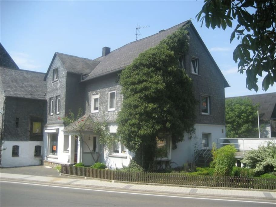 Large house between rhine moselle houses for rent in for Big houses in germany