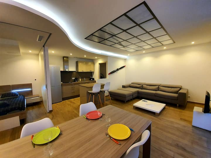 BRAND NEW RENOVATED FLAT CITY CENTER