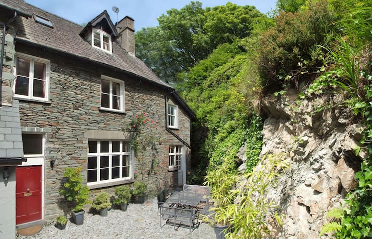 Luxury Lakes rural retreat sleeps 8 - Loughrigg - Dom