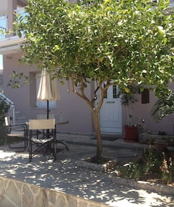 XYLOKASTRO-APT. 50M FROM THE SEA - Kato Loutro - Apartment