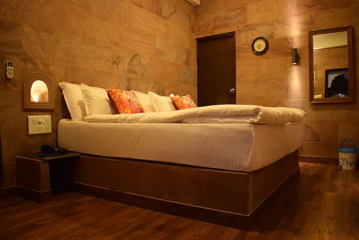 Beautiful Stone Room Defines Luxury in Jodhpur
