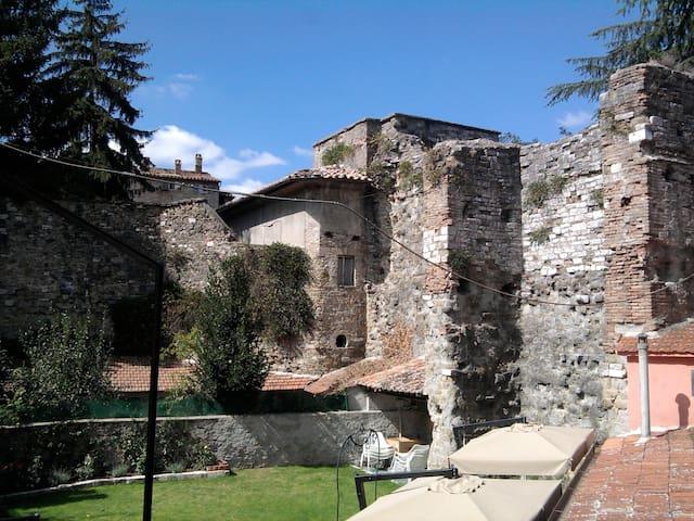 Dentro le mura umbria for Dentro le mura
