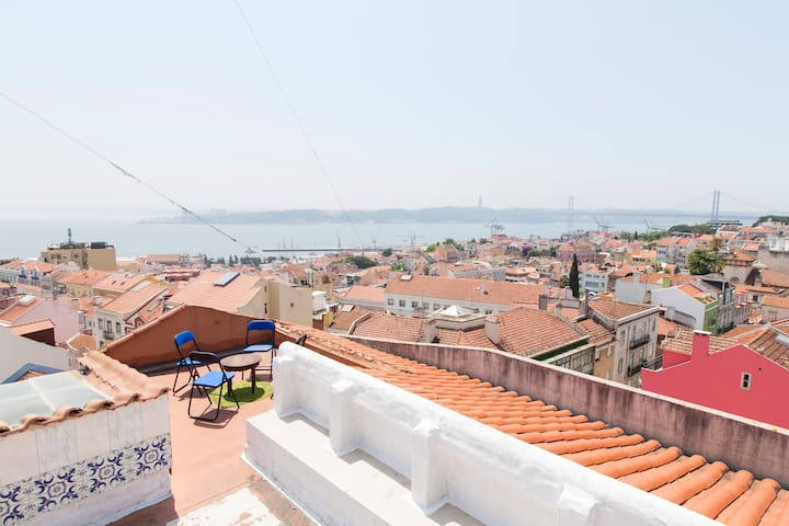 Sunny room@Rooftop Surf House - Lisboa - Appartement