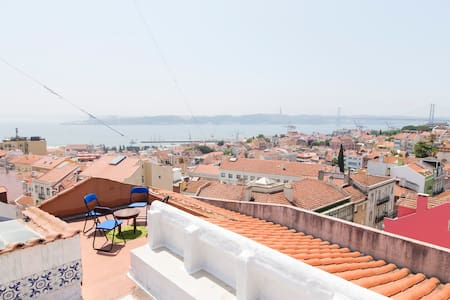 Sunny room@Rooftop Surf House - Lisboa - Apartment