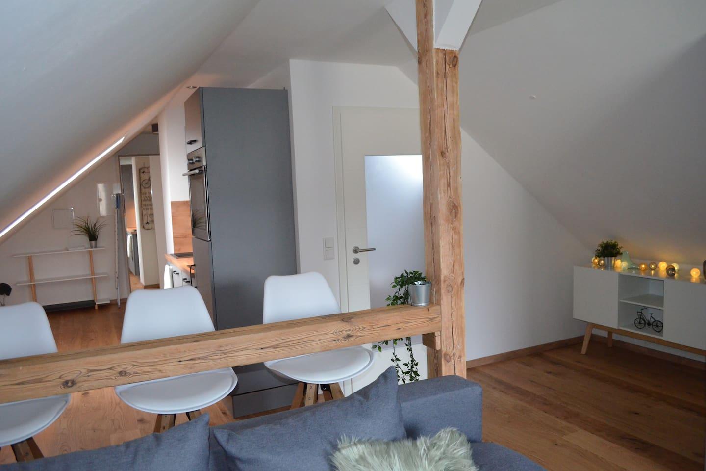 komplett sanierte und modern gestaltete 42 qm ² Dachgeschosswohnung