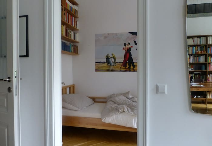 Guestroom at Mexikoplatz