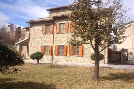 Casa colonica del 1600 in Umbria - Colle Del Marchese - Villa
