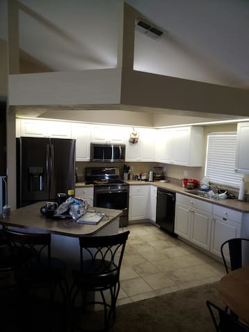 Sunset View -Comfy Environment-New Appliances